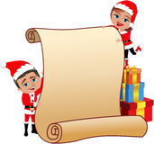 拿着空白的羊皮纸的圣诞老人夫妇 免版税库存图片