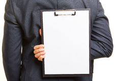 拿着空的剪贴板的商人 库存图片