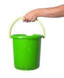 拿着空的塑料桶的人的手 库存照片