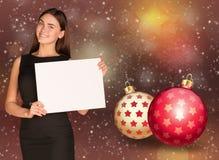 拿着空的纸的女实业家 圣诞节我的投资组合结构树向量版本 免版税库存图片