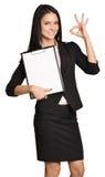 拿着笔记板的女商人手中和 免版税库存图片