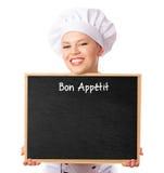拿着笔记的餐馆女性厨师一个空白的菜单黑板 免版税库存照片