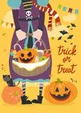 拿着篮子用南瓜和甜点的女孩 库存照片
