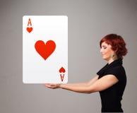 拿着红色心脏一点的妇女 免版税库存照片