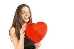 拿着红色心脏气球的女孩 库存照片