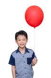 拿着红色气球的男孩 库存图片