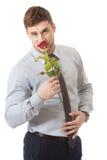 拿着红色玫瑰的英俊的人 库存照片