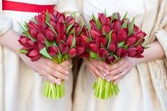 红色郁金香weddding的花束 免版税库存图片