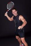 拿着网球拍的年轻人 图库摄影