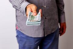 拿着美元的男性手 库存图片