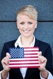 拿着美国的旗子的妇女 库存图片