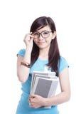 拿着聪明的学员的书女孩 免版税库存图片