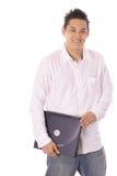 拿着膝上型计算机的亚裔学生 免版税库存图片