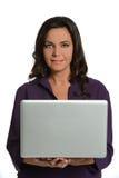 拿着膝上型计算机的女实业家 免版税库存照片