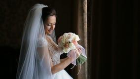 拿着花束的新娘 股票视频