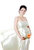 拿着花的可爱的孕妇。看照相机 库存图片