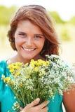 拿着花的花束女孩 图库摄影