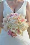 拿着花boquet的新娘 免版税库存图片