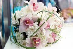 拿着英国兰开斯特家族族徽花束的新娘 库存照片