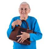 拿着袋子的资深妇女 免版税库存图片