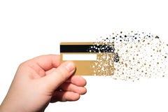 拿着被喷洒的信用卡的手 库存照片