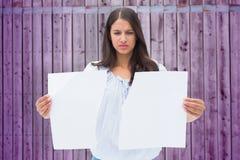 拿着被撕毁的纸的翻倒浅黑肤色的男人的综合图象 免版税库存照片