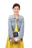 拿着课本-系列2的亚裔女性大学生 免版税库存图片