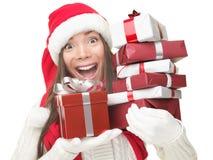 拿着购物妇女的圣诞节礼品 免版税库存照片