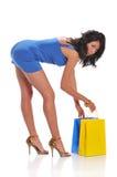 拿着购物妇女的袋子 免版税图库摄影