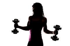 拿着重量的健身教练员的部份剪影 库存照片