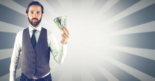 拿着金钱的行家反对明亮的背景 免版税库存图片