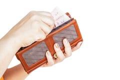 拿着钱包妇女的手 免版税库存照片