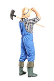 拿着铁锹的男性农业工作者 库存照片