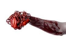 拿着链子,血淋淋的链子,万圣夜题材,白色背景的血淋淋的手,被隔绝 免版税图库摄影