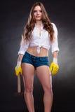 拿着锤子的性感的引诱的妇女 女权主义 免版税图库摄影