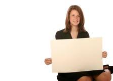拿着青少年的年轻人的空白董事会女&# 免版税库存照片