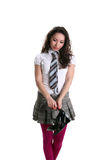 拿着黑色鞋子的美丽的亚裔女孩查出 免版税库存图片