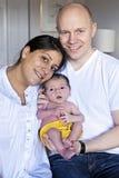 拿着婴儿的父母  免版税库存图片