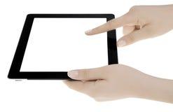 拿着黑屏数字式片剂的手 免版税库存图片