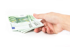 拿着100张欧洲钞票的女性手 图库摄影