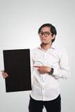 拿着黑板的亚洲商人 免版税库存图片