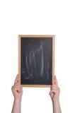 拿着黑板的手垂直 免版税库存照片