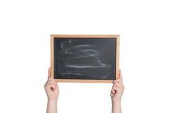 拿着黑板的手水平 免版税库存图片