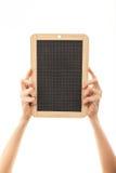 拿着黑板黑板的女性手 免版税库存照片