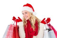 拿着购物袋的欢乐的金发碧眼的女人 免版税图库摄影