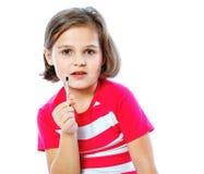 拿着绘的小女孩一把刷子,艺术家, 免版税图库摄影