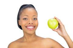 拿着绿色苹果的可爱的妇女 库存图片