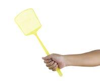 拿着flyswatter的手 免版税库存图片
