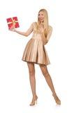拿着giftbox的愉快的妇女被隔绝 免版税库存图片