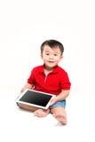 拿着ipad的男孩 免版税库存照片
